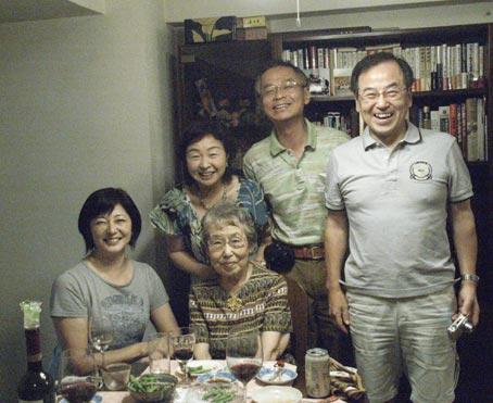 関屋家と田中家です。真ん中のおばあちゃんはことしで87歳だっけ??